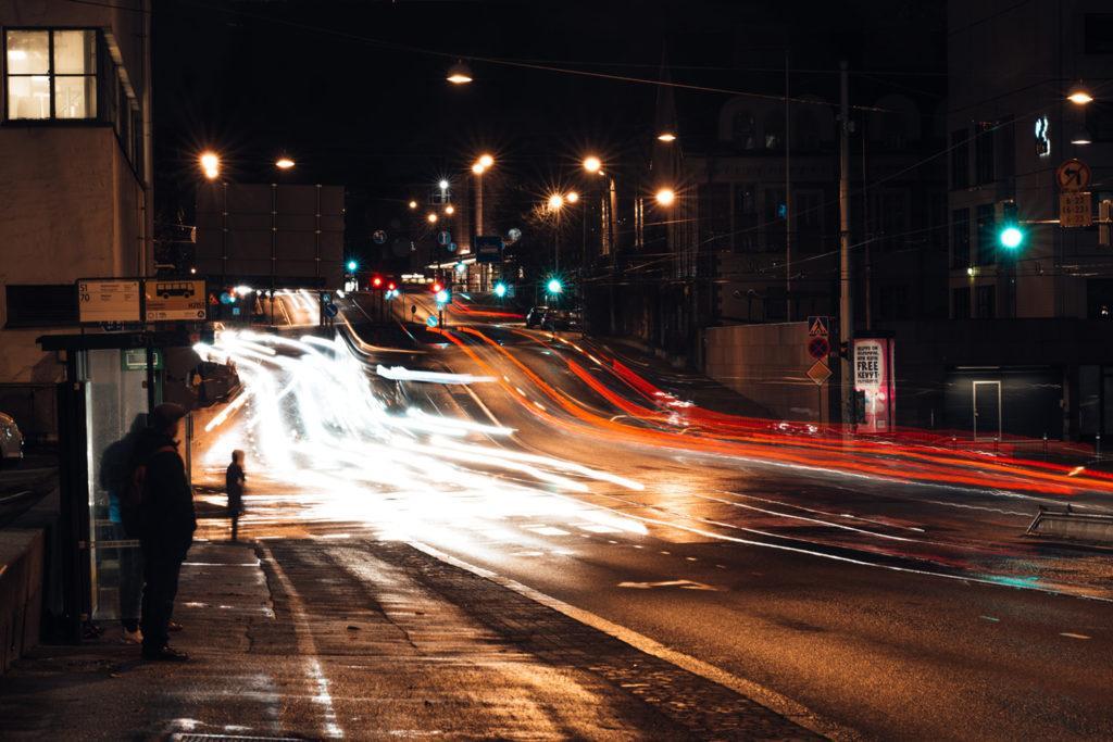 Kuvassa liikennettä Sturenkadulla